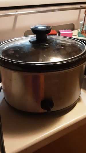 Crock pot small size for Sale in San Jose, CA