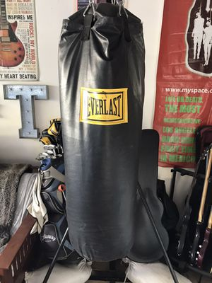 Punching bag Everlast for Sale in Escondido, CA