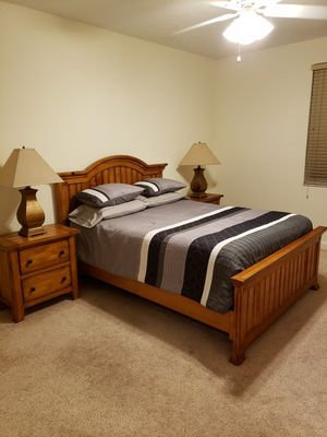 LIKE NEW SOLID WOOD 5 PIECE BEDROOM SET, EVERYTHING INCLUDED for Sale in West Palm Beach, FL