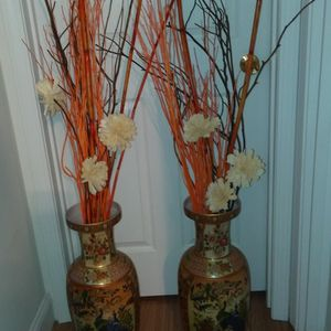 Beautiful set of (2) vases with flowers for Sale in St. Louis, MO