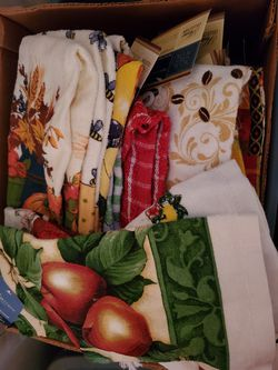 Hundreds of NEW kitchen dish towels Table cloths & rugs for Sale in Mount Vernon,  OH
