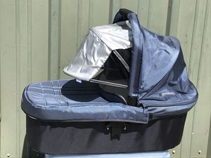 Uppababy Vista Bassinet Baby Carrier for Sale in Hayward, CA