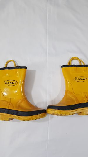 Old Navy Yellow Winter Snow or Rain boots size 8c for Sale in Winter Springs, FL