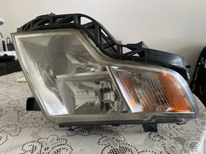2009 Ford Edge- USED Headlight- passenger side with Bulb(s) for Sale in Lynnwood, WA