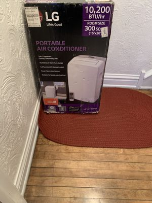 LG PORTABLE AC UNIT WITH WINDOW PANELS AND REMOTE for Sale in Berwyn, IL