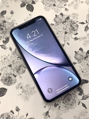 IPHONE XR 64gb unlocked for Sale in Malden, MA