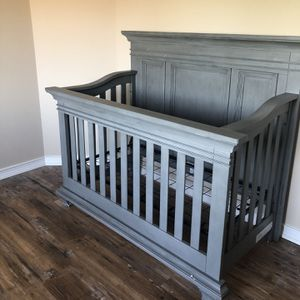Tadcaster Convertible Crib for Sale in Milford Charter Township, MI