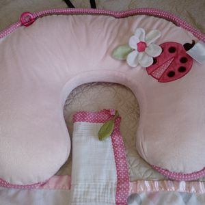 Bobby Nursing Pillow & TWO Mini Blankets for Sale in Hialeah, FL