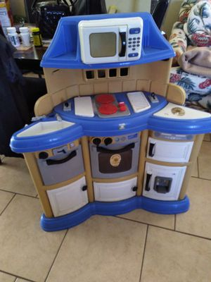 Play Kitchen 3ft tall for Sale in Spring Valley, CA