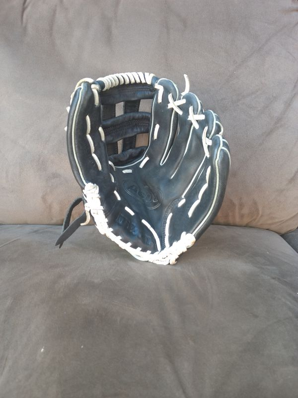 Wilson A600 Fastpitch softball glove