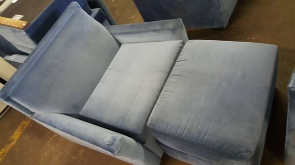 Very nice fold up chair you can turn it in to a bed super clean and excellent condition