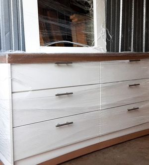 NEW PRETTY WHITE MIRROR DRESSER WITH 2 NIGHTSTANDS INCLUDED for Sale in Palm Beach Shores, FL