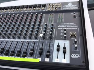 peavey unity series 2002-12 rq with 12 channel mixer for Sale in Sterling, VA