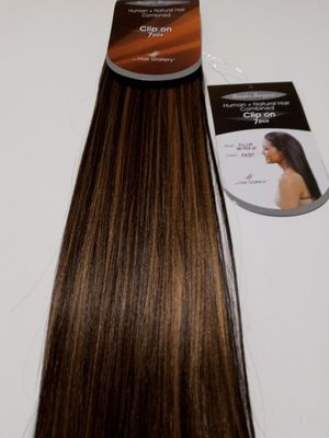 """18"""" (4/27) chocolate brown with toasted blonde HAIR EXTENSIONS. Clips ( able to curl and straighten ) for Sale in Downey, CA"""