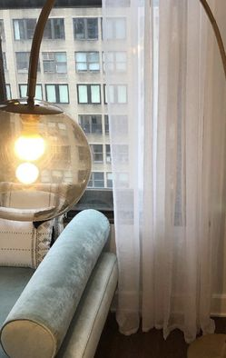 Beautiful West Elm Overarching Acrylic Shade Floor Lamp ( FREE DELIVERY 🚚) EXCELLENT CONDITIONS for Sale in North Las Vegas,  NV