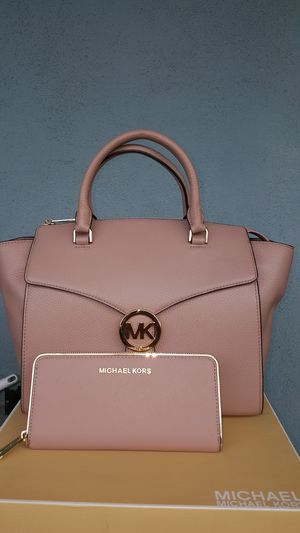 New Authentic Michael Kors Large Leather Handbag Comes With A Long Shoulder Strap And Large Wallet for Sale in Pico Rivera, CA