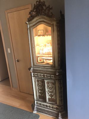 2) An Erickson Furniture 1960's French renaissance style lighted cabinet having a value $3000.00 for Sale in Portland, OR