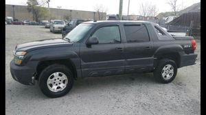 2003 Chevy Avalanche z71 300k Hwy miles runs and Drives!!! for Sale in Temple Hills, MD