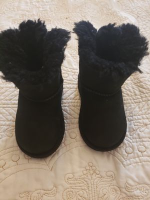 Baby uggs size 7 for Sale in Brooklyn, NY
