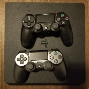Ps4 slim, includes games headphones, and 2 controllers for Sale in Portland, OR