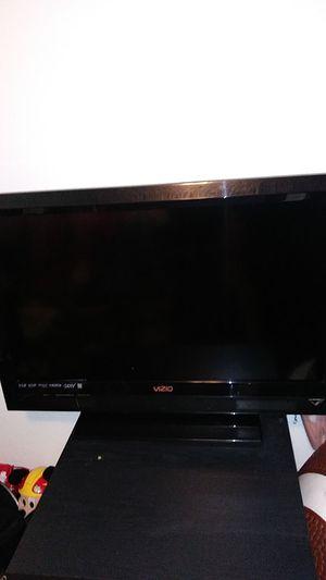 37 inch vizio tv for Sale in Moreno Valley, CA