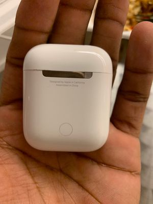 APPLE AIRPODS for Sale in Minneapolis, MN