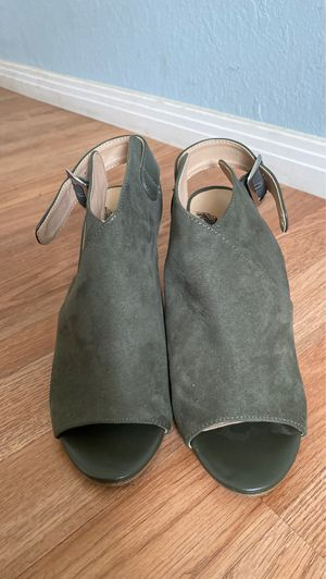 Cute olive green heels for Sale in Victorville, CA