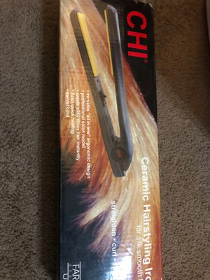Chi hair straightener flat iron for Sale in Chicago, IL