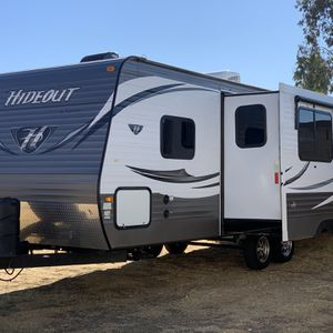2016 Hideout Trailer 27 FT. W/ Slide Out - CLEAN for Sale in Riverside, CA