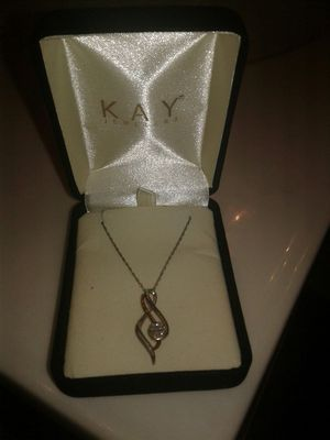 Female Kay Jewelers Knecklace 10k for Sale in Alexandria, VA