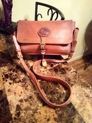 Vintage Dooney & Bourke tan genuine pebbled leather medium messenger crossbody shoulder bag purse for Sale in Phoenix, AZ