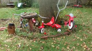Radio flyer vintage and modern tricycles bundle 50$ for all !! for Sale in Tacoma, WA