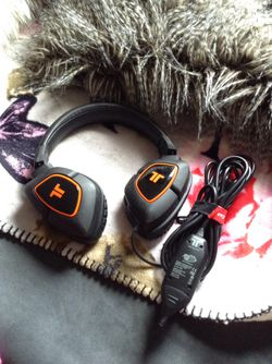 *LOW PRICE MOVING* $150 RETAIL PROFESSIONAL GAMING HEADPHONES for Sale in Seattle,  WA