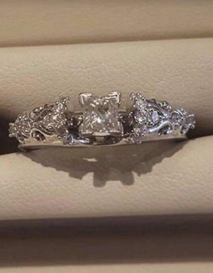 Zales Engagement ring and wedding band. for Sale in Pearsall, TX