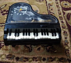Playing Paino Alarm Clock for Sale in Graham, NC