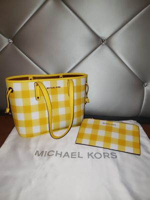 Michael Kors Yellow Tote Bag With Matching Wristlet 💯AUTHENTIC👌 for Sale in San Diego, CA