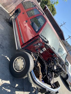 Parting out 95 Chevy Suburban for Sale in Lynwood, CA