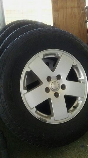 "18"" Alloy wheels with excellent tires complete set of 5 for Sale in Valrico, FL"