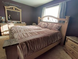 King Size Bedroom Set for Sale in Colorado Springs, CO