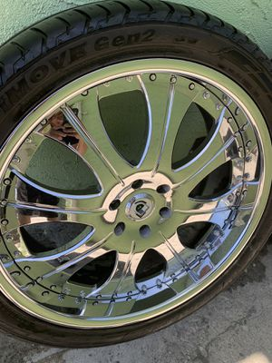 For sale my 24 asanti 2 pc rims only cash 💵 no trade 6 lug fit tahoe or escalade or Yukón or Silverado $800 firm for Sale in Los Angeles, CA