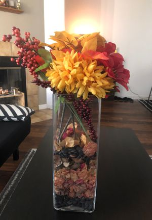 Flower with vase - moving so everyth must go for Sale in La Mesa, CA