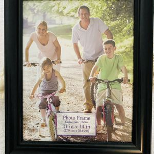 8 x 11 Black PICTURE Frame Local Pickup: Wesley Chapel zip code 33543 for Sale in Zephyrhills, FL