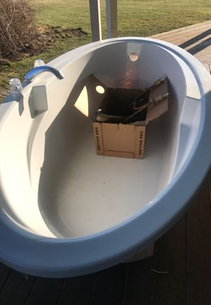 """Aqua glass 72"""" soaker tub with all hook up plumbing parts. for Sale in Sharon, CT"""