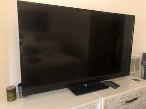 Vizio 60 inch Smart TV with remote control and 4 HDMI ports $250 for Sale in Washington, DC
