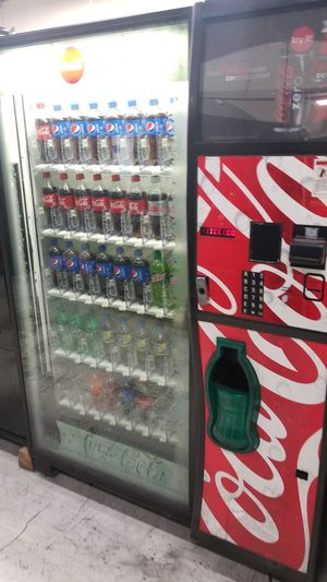 Coke vending machine fully working for Sale in Gaithersburg, MD