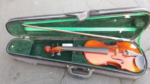 Beautiful violin in case perfect for student or beginner for Sale in Lakewood, CA