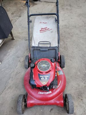 Lawn mower NEEDS WORK for Sale in Cleveland, OH