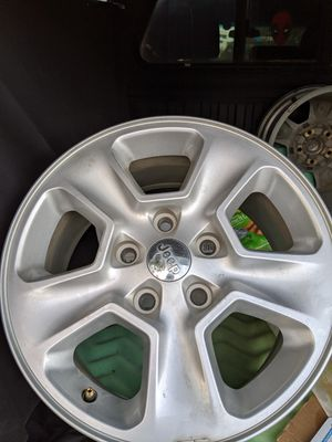 Stock Jeep Cherokee wheels. Good condition for Sale in Clovis, CA