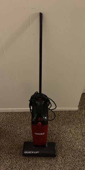 Eureka Quick Up Small Vacuum for Sale in Los Angeles, CA