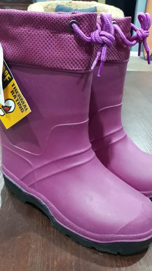SNOW/WINTER BOOTS FOR GIRLS SIZE:5 for Sale in Chula Vista, CA